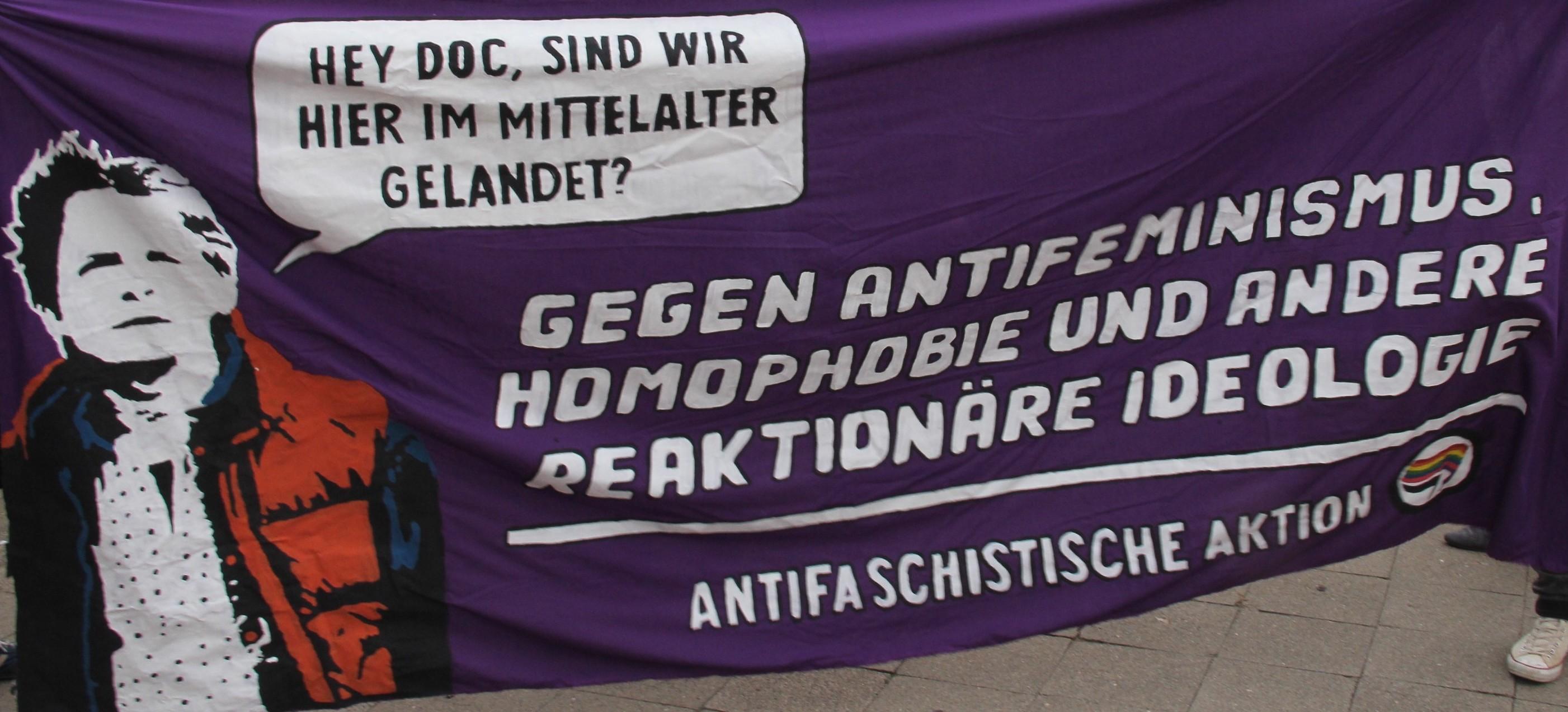 Foto von Transparent: Gegen Antifeminismus und Homophobie